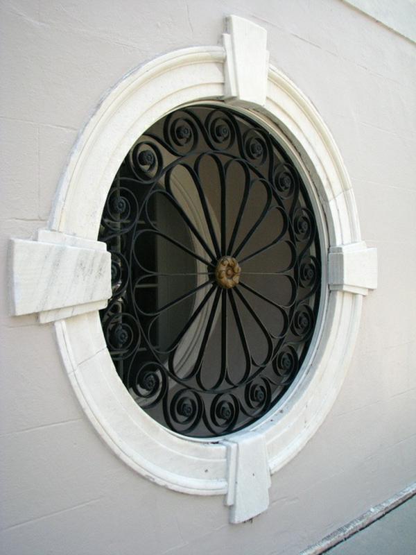 cooles-Fenster-rund-von-Draußen-