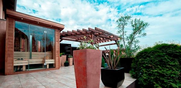 cooles-design-von-sauna-mit-glasfront