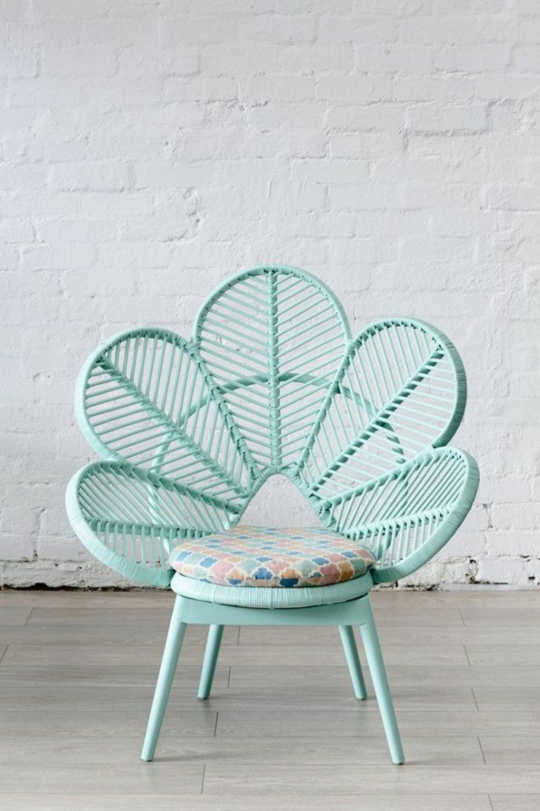 designer-Stuhl-in-Form-einer-Blume
