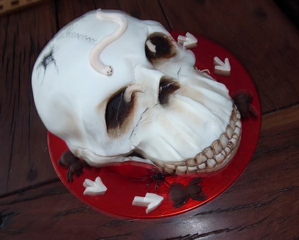 ein-schädel-idee-für-halloween-torten