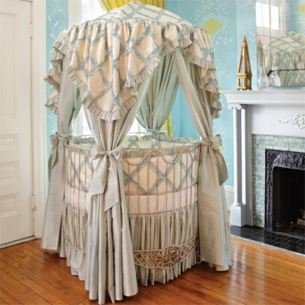 Elegantes Babyzimmer Mit Einem Baldachin Bett
