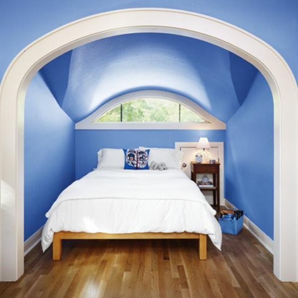 elegantes-und-gemütliches-schlafzimmer-im-dachgeschoss