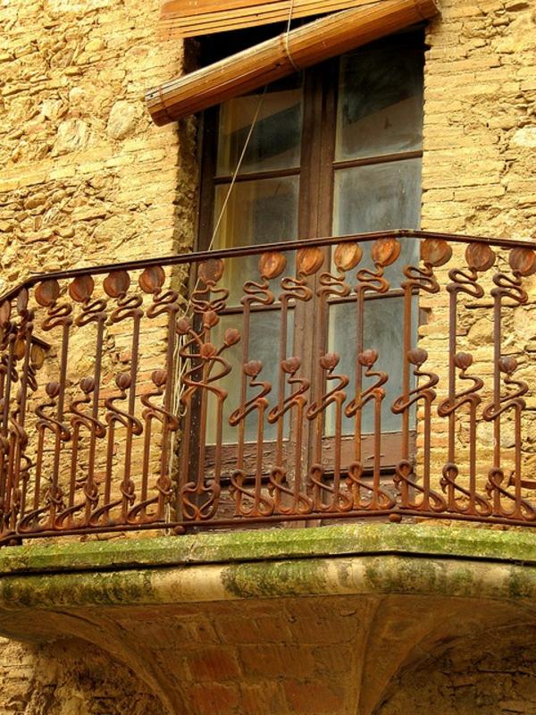 fantastisches-Geländer-für-einen-Balkon