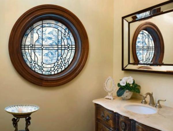 Badfenster-in-runder-Form