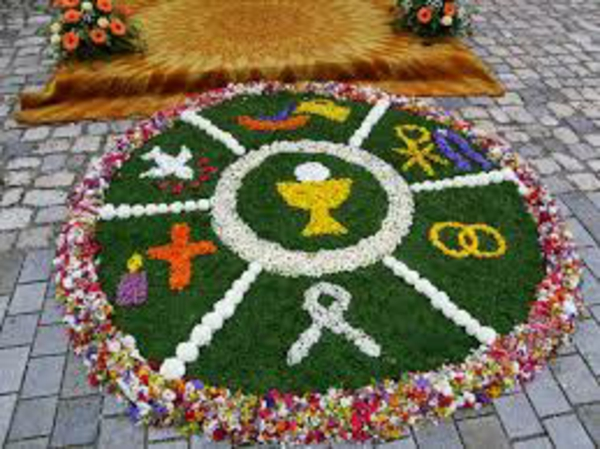 fronleichnam blumenteppich-mit-vielen-symbolen