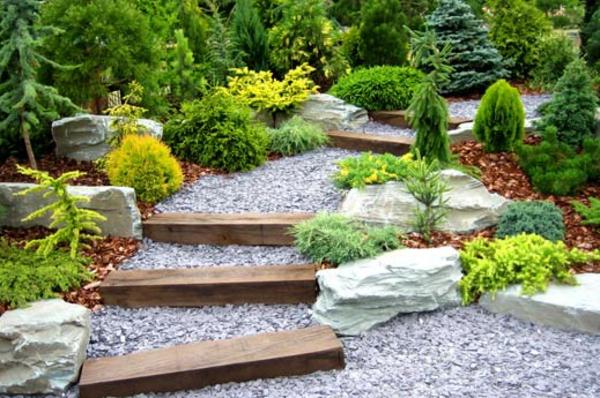 Gartentreppen mit Holzstufen