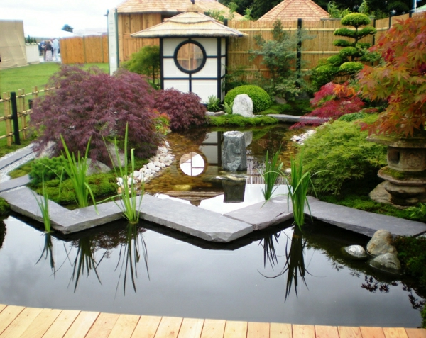 gartengestaltung-mit-steinen-japanischer-garten-hinterhof-design-idee