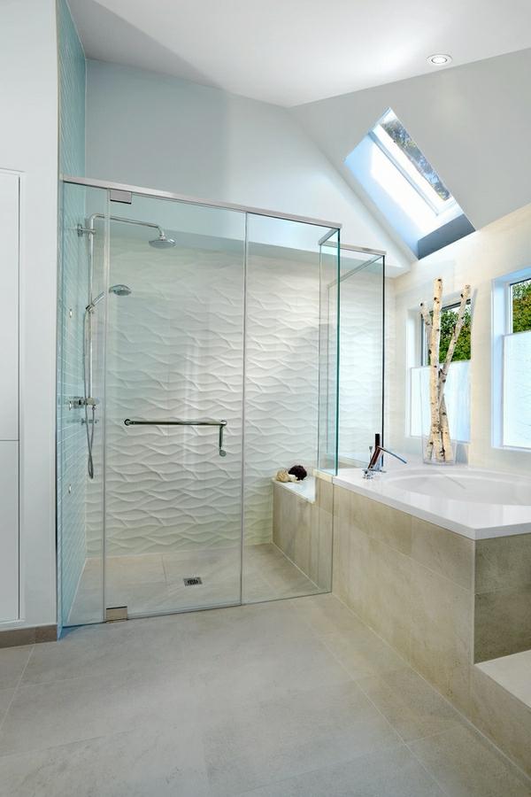 Geflieste Dusche Im Modernen Weißen Badezimmer   Gestaltung In Weiß