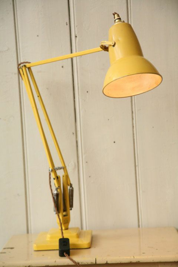 gelbe-schöne-Schreibtischlampe-Design-Idee