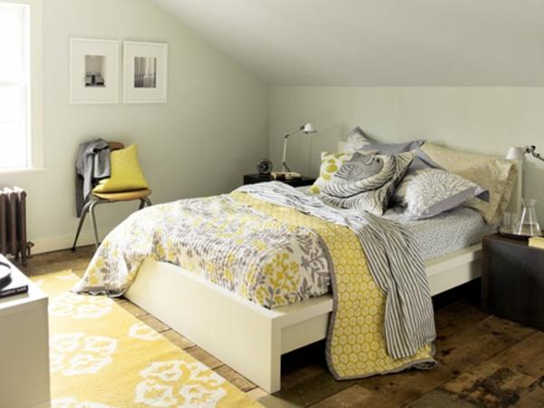 gelber-Teppich-mit-Blumen-im-Schlafzimmer