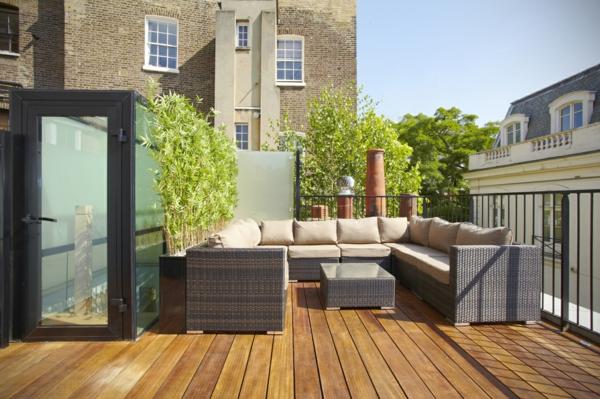 gemütliche--Terrasse-auf-dem-Dach-gestalten-Rattanmöbelset