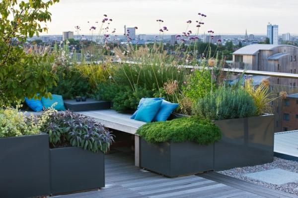 gemütlicher-Garten-auf-der-Terrasse-Design-Idee