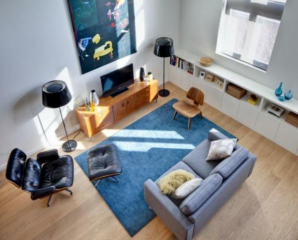 gemütliches-Wohnzimmer-mit-Teppichen-in-Blau-Design-Idee