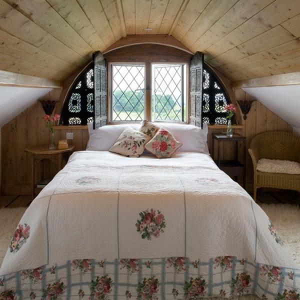 gemütliches-schlafzimmer-im-dachgeschoss
