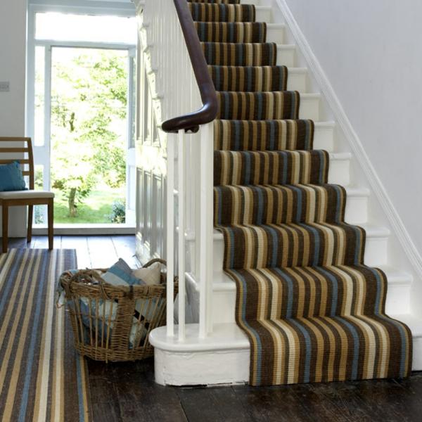 gestreifter-Teppich-in-Erdtönen-Idee