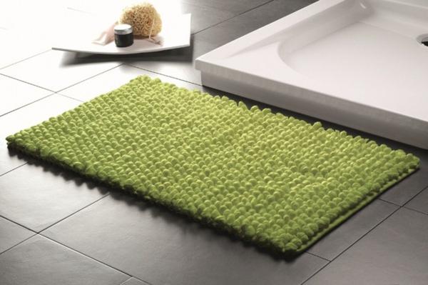 grüner-Badteppich-für-das-Bad-Designidee