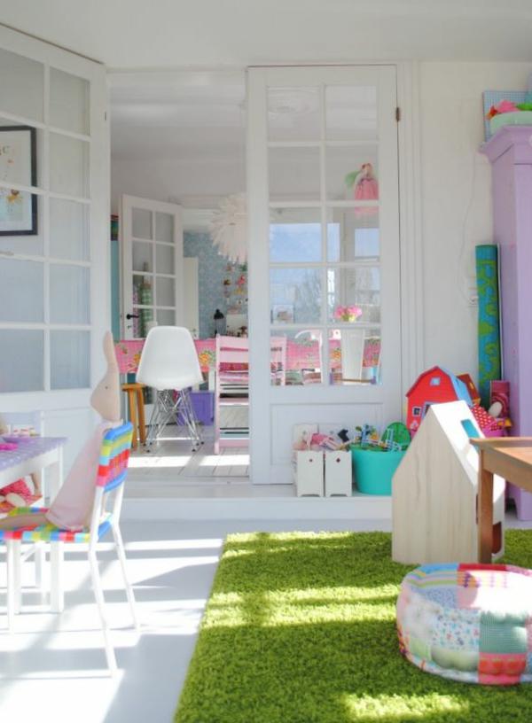 grüner-Teppich-im-Kinderzimmer-Design-Idee