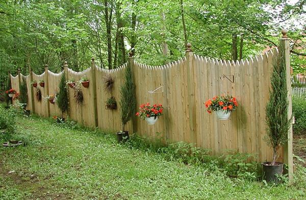 Gartenzaun aus holz tolle ideen for Deko gartenzaun