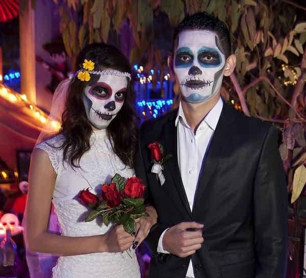 halloween-kostüme-für-paare-schrecklich - eine sehr interessante braut
