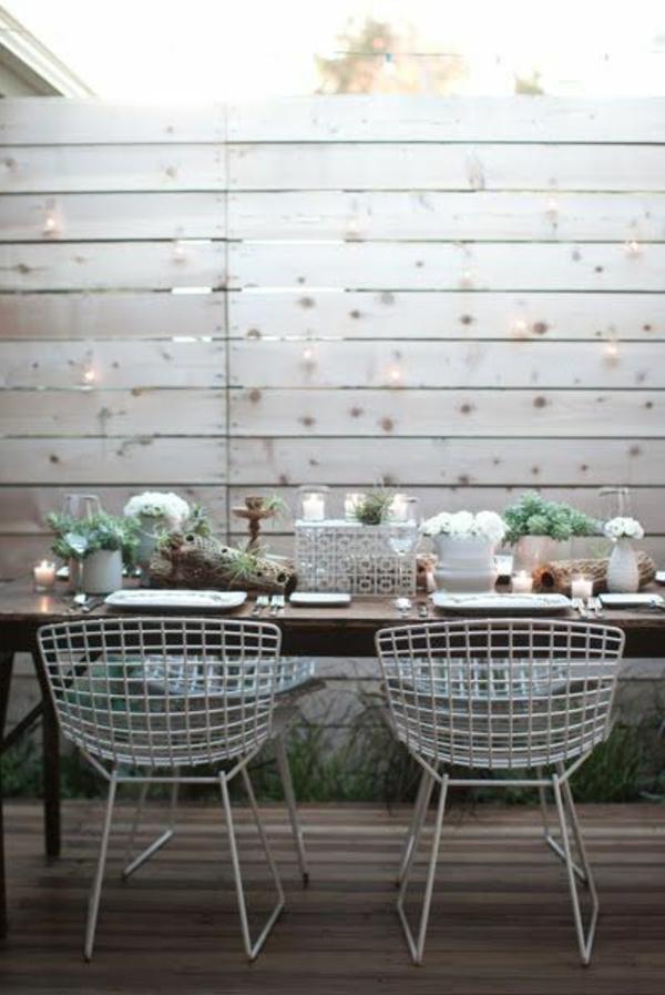 hoher-Gartenzaun-aus-Holz-in-Weiß-Exterior-Design
