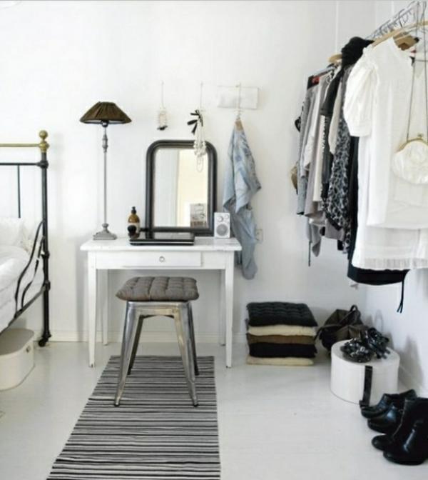 ideen-für-kleiderständer-design-schwarz-weiß