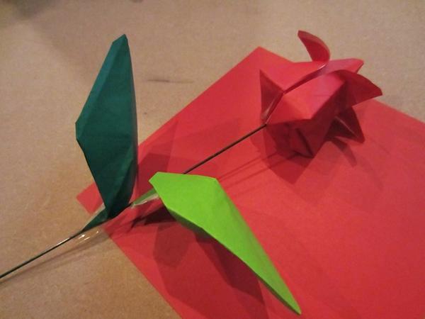 interessante-papiertulpe-basteln - grüne blätter