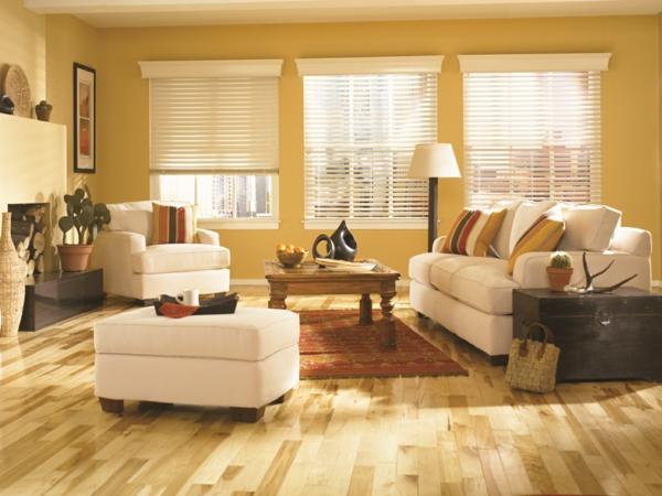 jalousien aus holz-im-schönen-wohnzimmer