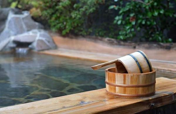 japanische-badewanne-schönes-design