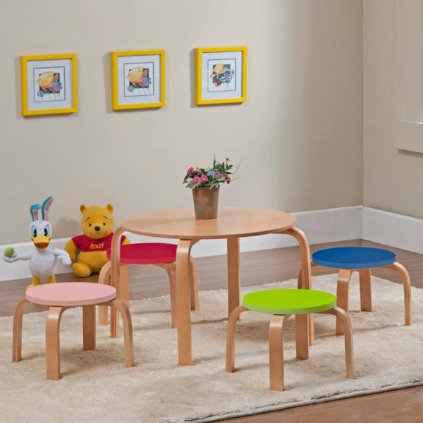 kindertisch-und-stühle-aus-holz