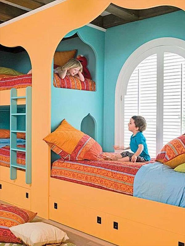 kinderzimmer- komplett-set-originelles-bett-design in hellen farben