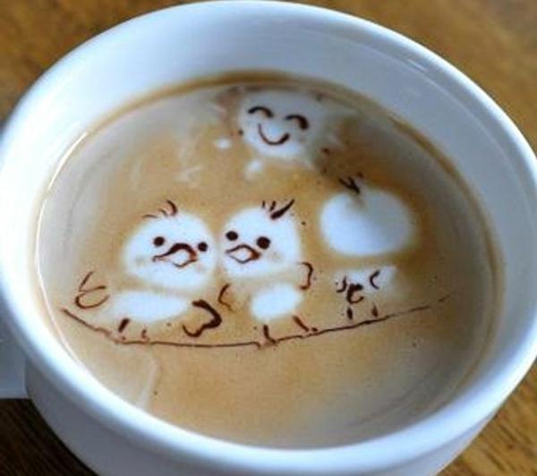 kleine-Vögel-aus-Schaum-in-der-Kaffeetasse-Idee