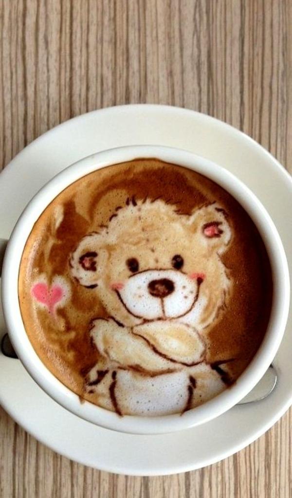 kleines-Bärchen-aus-Kaffeeschaum-tolle-Idee