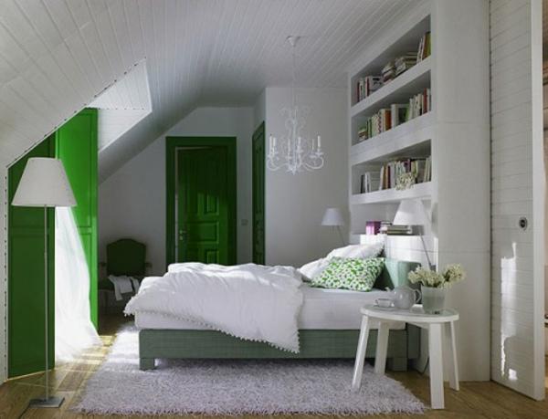 kleines-modernes-schlafzimmer-im-dachgeschoss