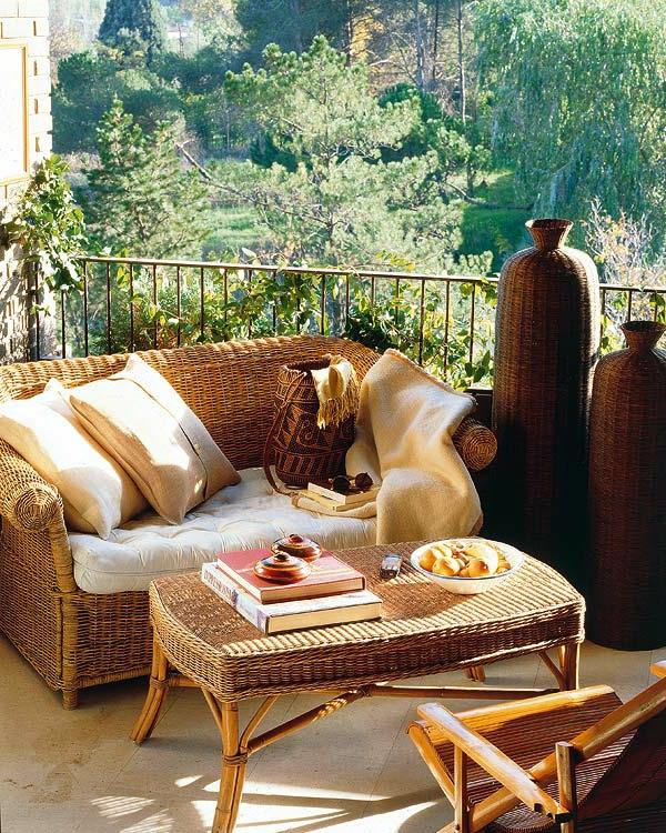 kletterpflanzen-für-balkon-mit-einem-sofa