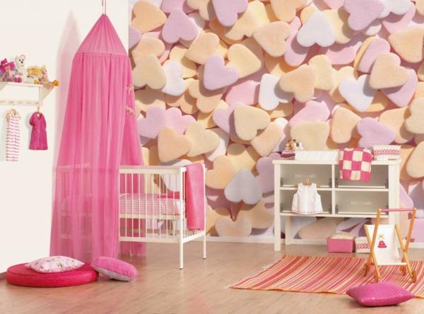 kreativ-gestaltetes-babyzimmer-mit-einem-rosigen-baldachin-bett