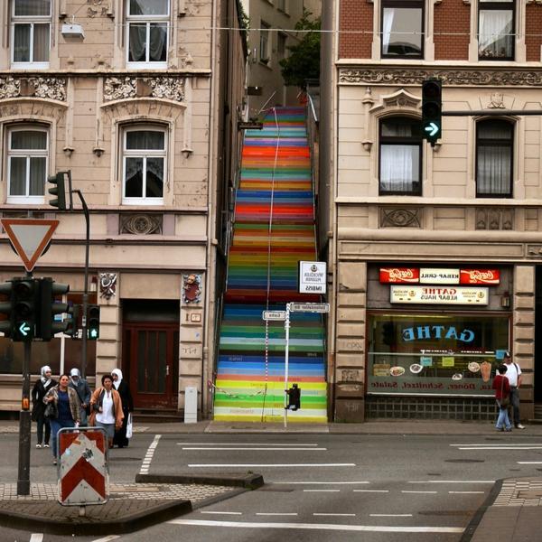kreative-Straßenart-Außentreppen-bemalen