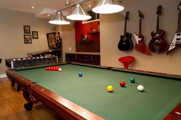 kreative-einrichtungsideen-für-den-keller-billiard-tisch