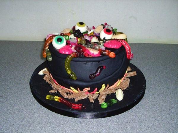 kreative-ideen-für-halloween-torten
