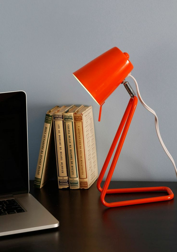 lampe-in-orange-schreibtisch-idee