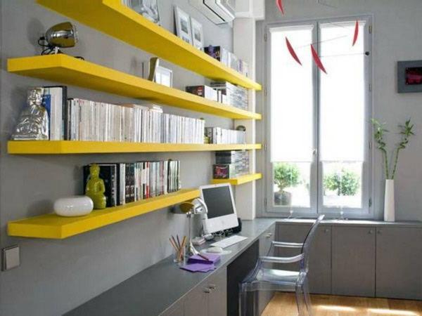 gelbe und-schmale-regale - mit vielen artikeln
