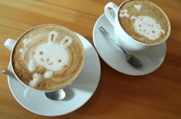 lustig-dekorierte-Kaffeetassen-mit-Tieren