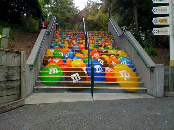 m_m_Straßenart-kreativ-gestaltete-Außentreppen