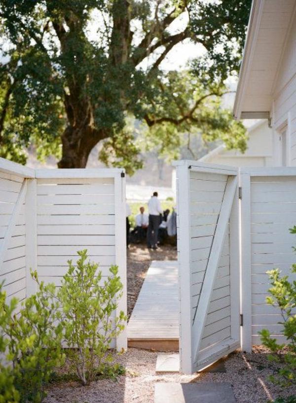 Schöne ideen für einen gartenzaun aus holz in weiß!   archzine.net