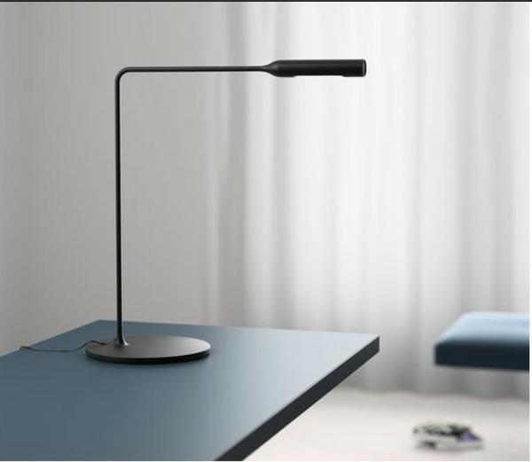 coole-minimalistische-Schreibtischlampe-mit-originellem-Design-