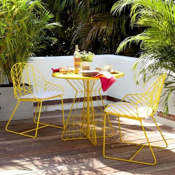 moderne-außenmöbel-in-gelber-farbe