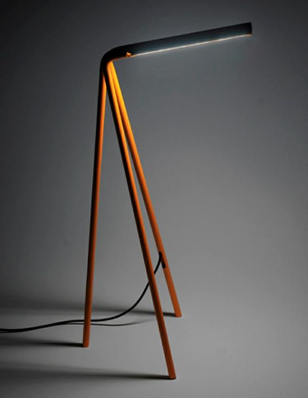 originelle-Schreibtischlampe-mit-originellem-Design-