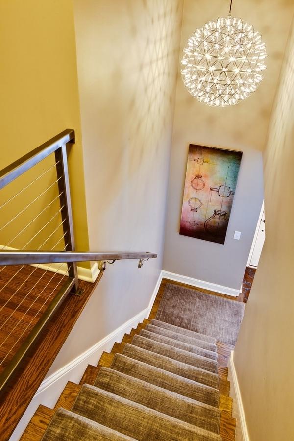 Hervorragend Moderne Treppenteppiche   Super Flur Gestaltung Mit Einem Coolen  Kronleuchtern