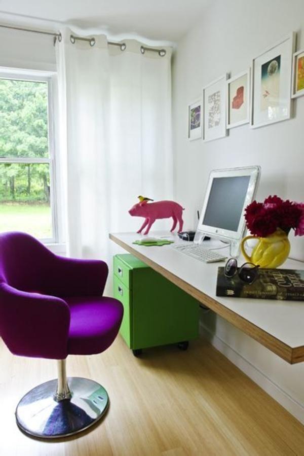 moderner-lila-Stuhl-im-Zimmer-Schreibtisch