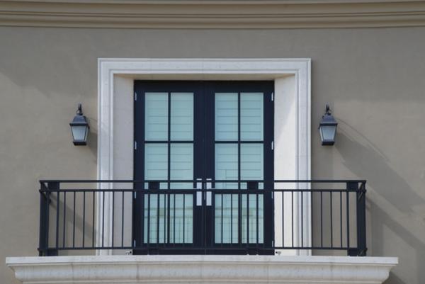 modernes-Design-für-Geländer-für-einen-Balkon