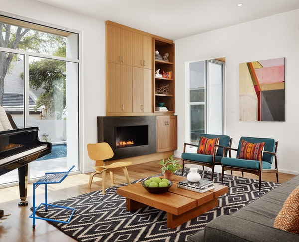 wohnzimmer teppich ideen:gemütliches Wohnzimmer mit Holzmöbeln und schwarz-weißem Teppich